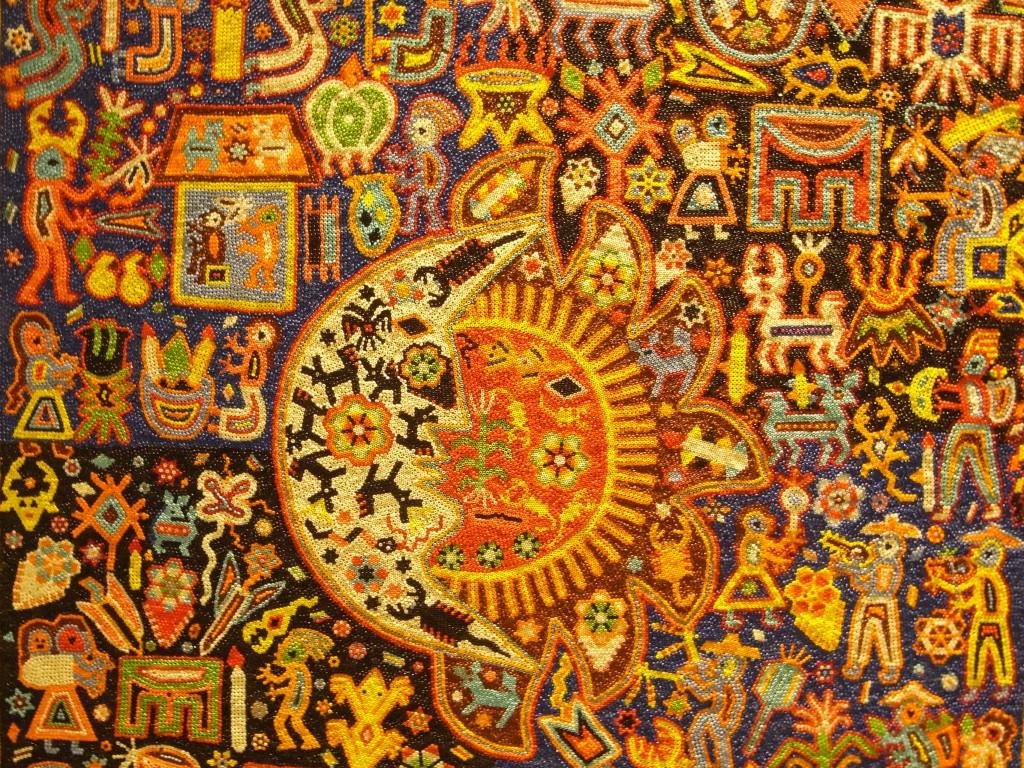 サボテンの世界、色鮮やかな刺繍やビーズ