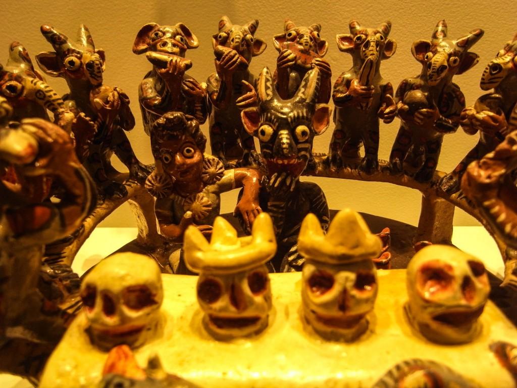 スペイン統治前も後も、このガイコツや精霊は人々の心にいるんだな〜。