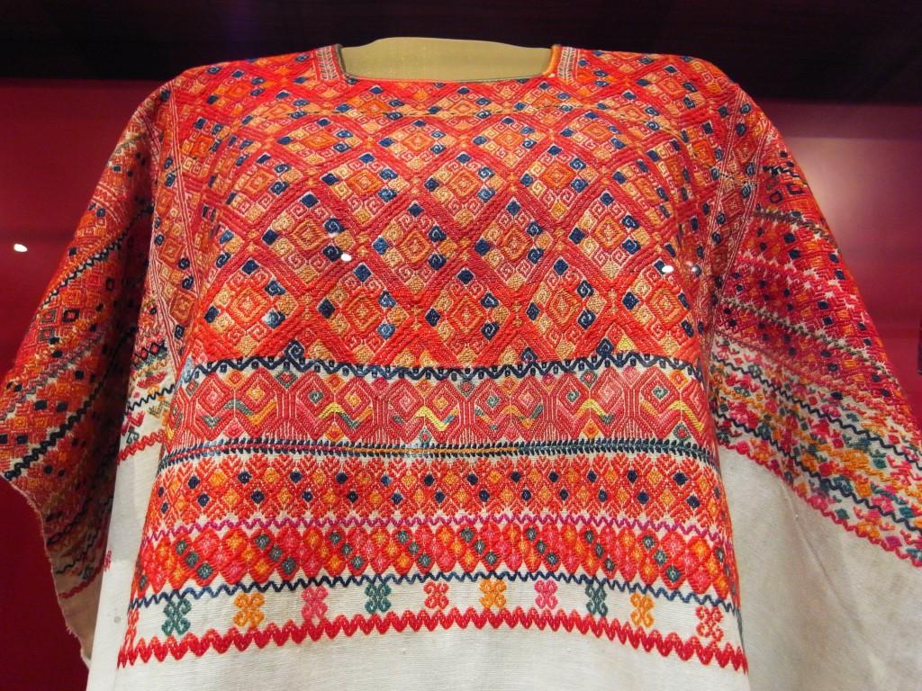 チアパス州とグアテマラの国境周辺に多い縫い取織り。