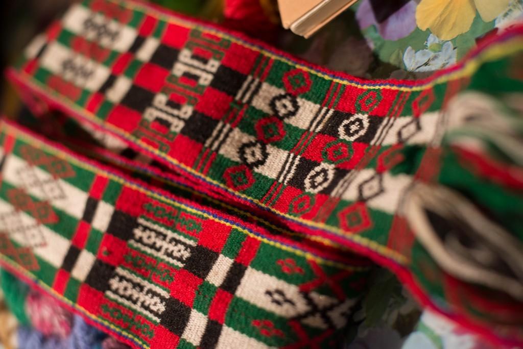 Crios。ジャカード織とかタブレット織とか呼ばれる織り方。