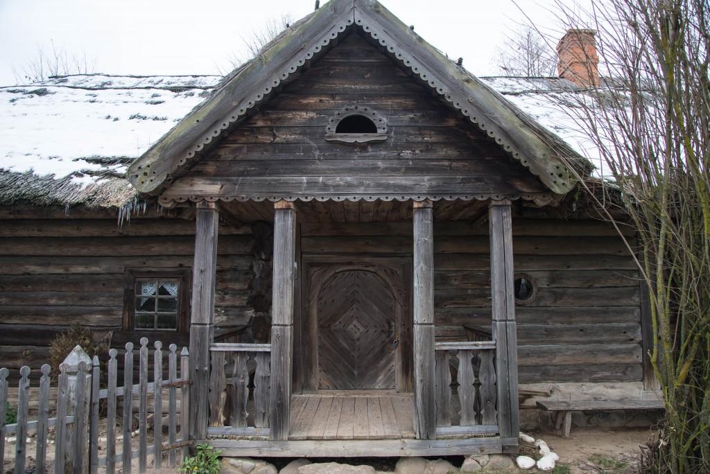 昔はみんな木の家だった。民家と家畜小屋とサウナがセットなところが多い。